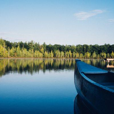 Inkkarikanootti ja järvi